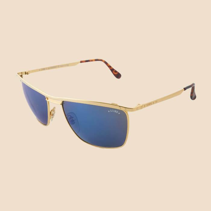 5bcd8c2d5a Barra de estilo resuelto y masculino: aparecen por primera vez en escena  las lentes espejadas azules.